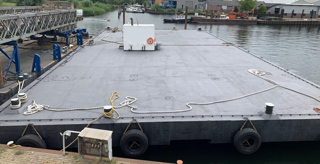 Pontoon 40 x 20 m for sale at low price